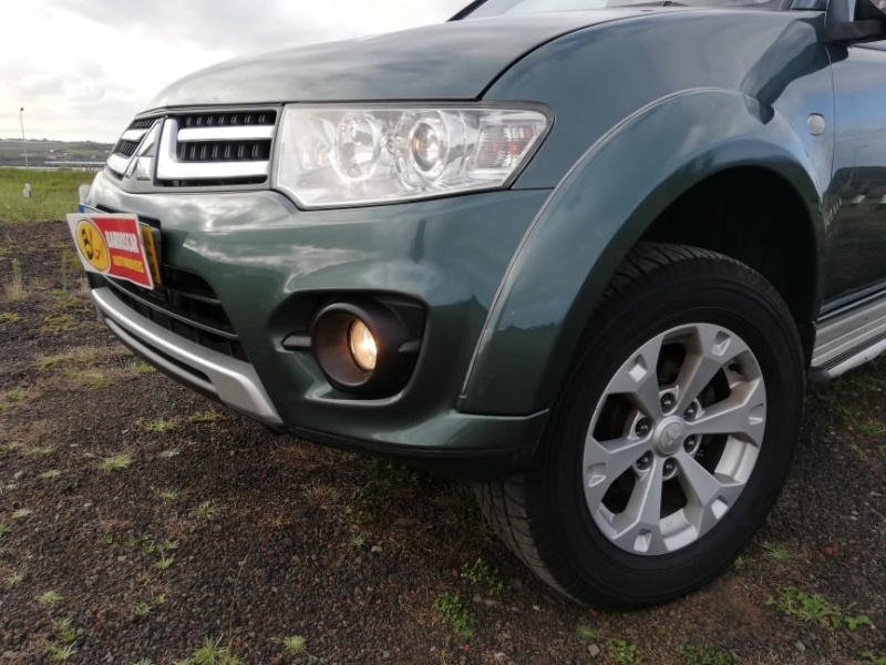 2014 Mitsubishi L200 2.5 STRAKAR  L200 STRAKAR 2.5Di-D 4X4 3L. CLUB INTENSE